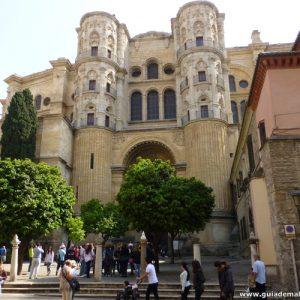 Catedral de Málaga, Puerta de acceso para el público. Catedral de Málaga es Nuestra Señora de la Encarnación